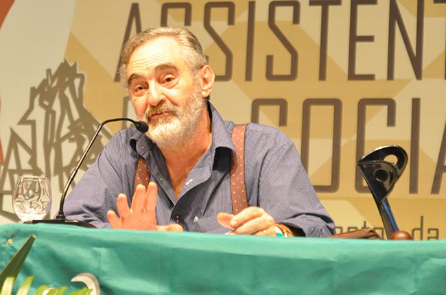 Professor José Paulo Netto abriu a primeira conferência (foto: Rafael Werkema)