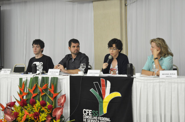 A presidente do CFESS, Sâmya Ramos, abre as atividades do Encontro Nacional (foto: Rafael Werkema)