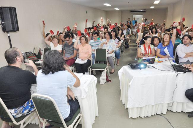 Participantes votam propostas em um dos eixos temáticos (foto: Diogo Adjuto)