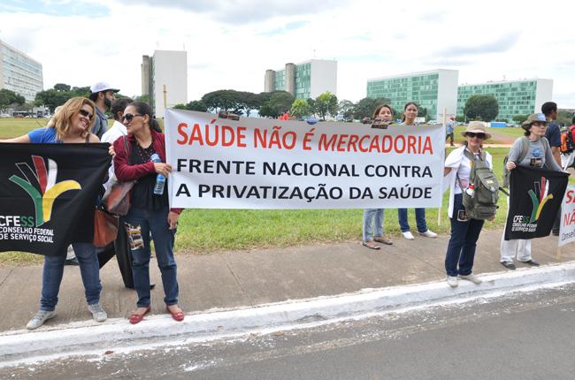 """Foto do """"bloco"""" do Serviço Social na marcha unificada"""