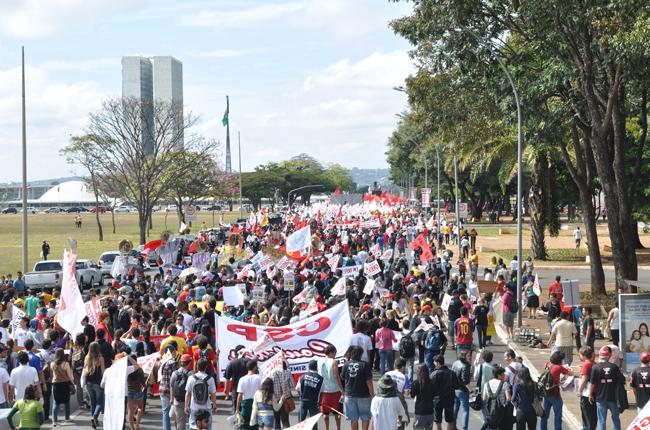 Foto da greve geral dos servidores/as da Educação, em 2012, em Brasília (DF)