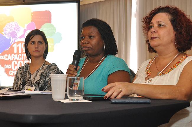 Imagem mostra as conselheiras do CFESS Daniela Moller, Solange Moreira e Nazarela Rêgo