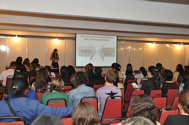 Assistentes sociais apresentaram experiências de trabalho na atividade sobre Residência em Saúde (foto: Rafael Werkema)