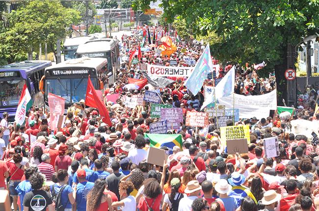 Imagem do ato público realizado durante o 15º CBAS em Recife