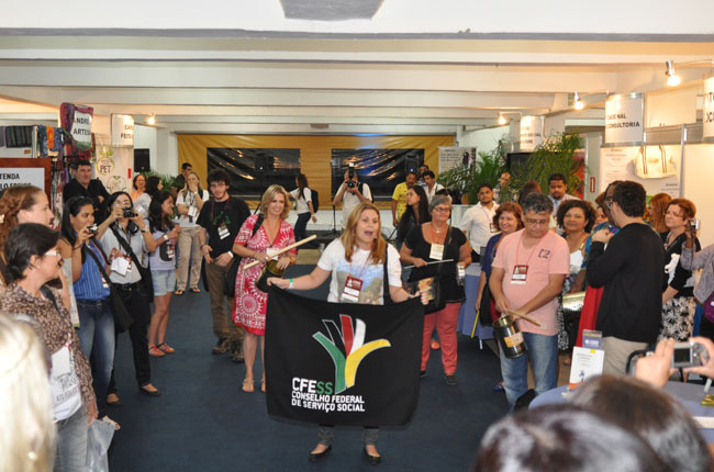 Representantes do CFESS, do CRESS-SP, da ABEPSS e da ENESSO manifestaram apoio aos professores e às professoras (foto: Diogo Adjuto)