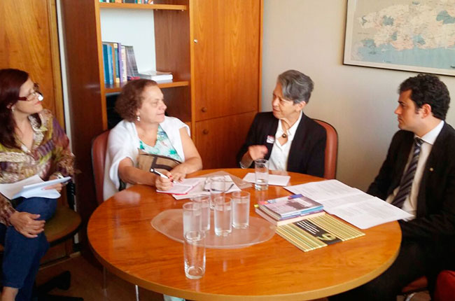 Imagem da reunião ocorrida ontem na Câmara dos Deputados, com o relator do PL Educação