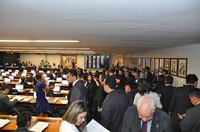 Imagem da sessão da Comissão de Justiça da Câmara