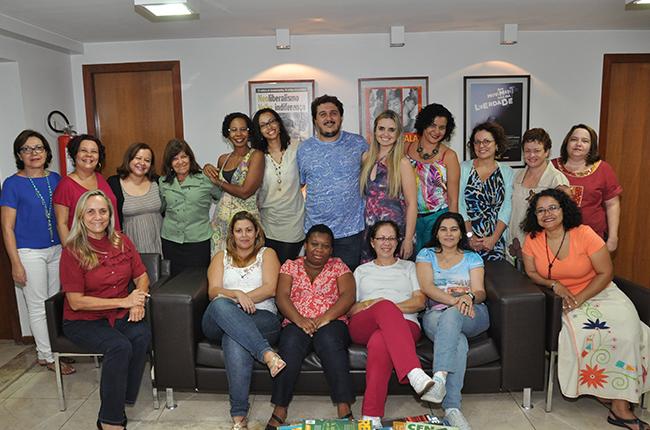 Imagem mostra conselheiras da nova gestão ao lado do presidente do CFESS Maurílio Matos