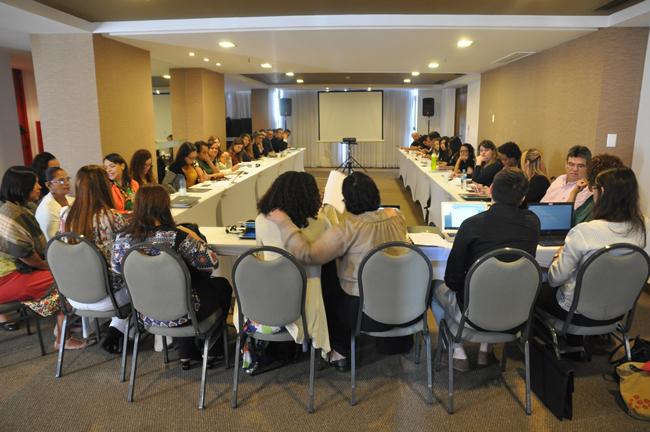 Imagem mostra debates das assessorias jurídicas
