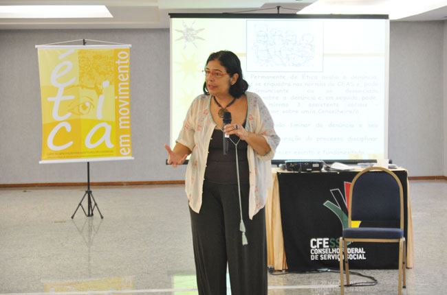A assessora jurídica do CFESS, Sylvia Terra, ministrou o Módulo IV (foto: Diogo Adjuto)