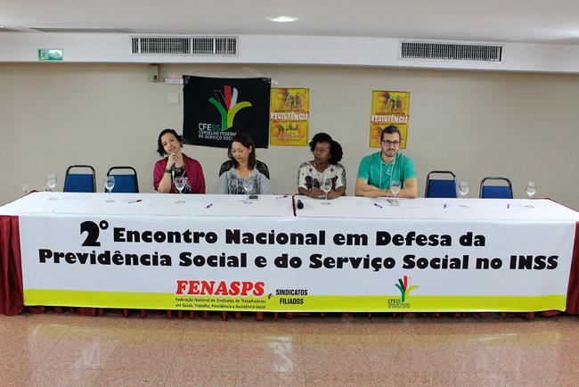 Imagem da mesa de abertura do Encontro em defesa do Serviço Social do INSS