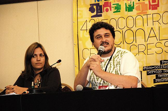 Imagem mostra presidente do CFESS Maurílio Matos