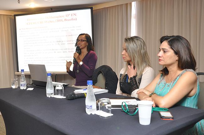 Imagem da mesa que debateu sobre o Recadastramento Nacional, Pesquisa e o novo DIP