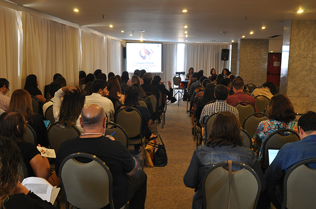Imagem do público no auditório, durante o evento