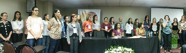 Imagem mostra reunião dos/as agentes fiscais durante o evento