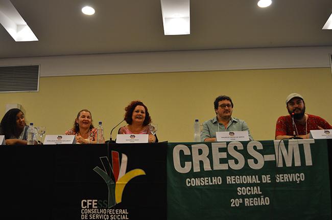 Imagem mostra a mesa de abertura com Mariana, Vera Lúcia, Maurílio e Paulo