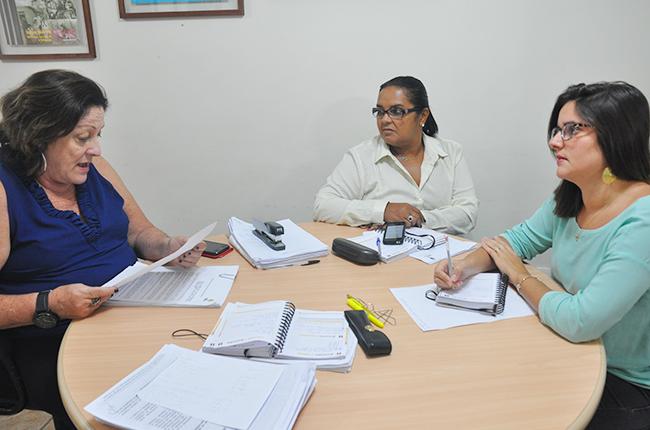 Imagem mostra integrantes da CNE reunidas no CFESS para análise do processo eleitoral