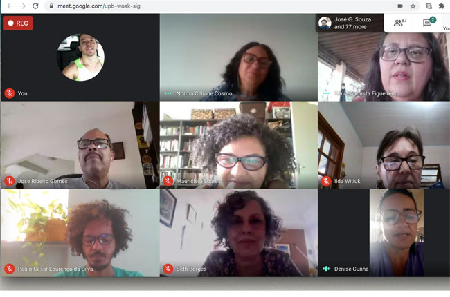 Print da imagem da reunião virtual, mostrando, em telas separadas, os rostos de participantes do evento.