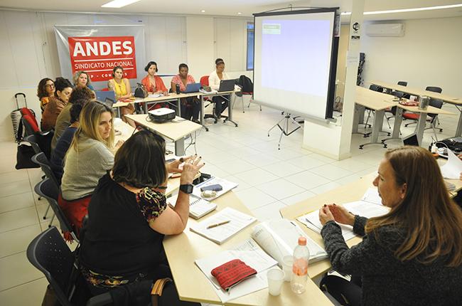 Imagem da reunião entre a gestão do CFESS e as representantes nos fóruns e conselhos