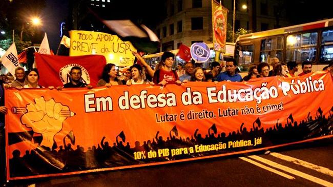 Mais de 2 mil pessoas participaram do ato político que abriu oo Encontro Nacional de Educação, no Rio, em 2014