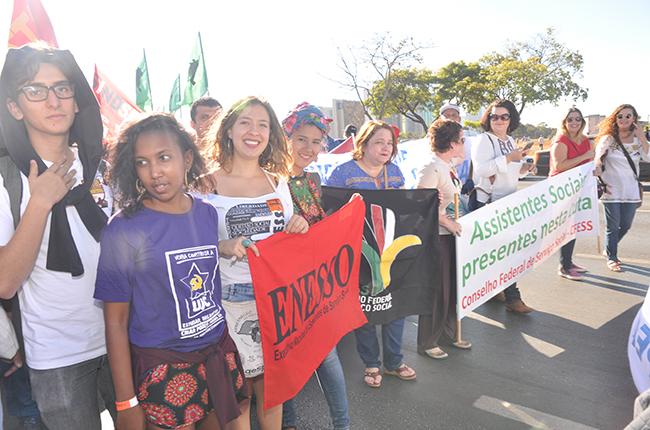Na marcha, o bloco do Serviço Social tinha estudantes, assistentes sociais e representantes das entidades nacionais