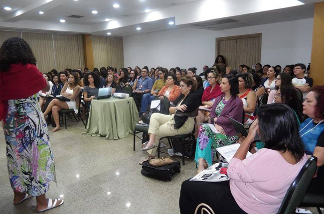 Imagem mostra auditório com participantes do Descentralizado Nordeste