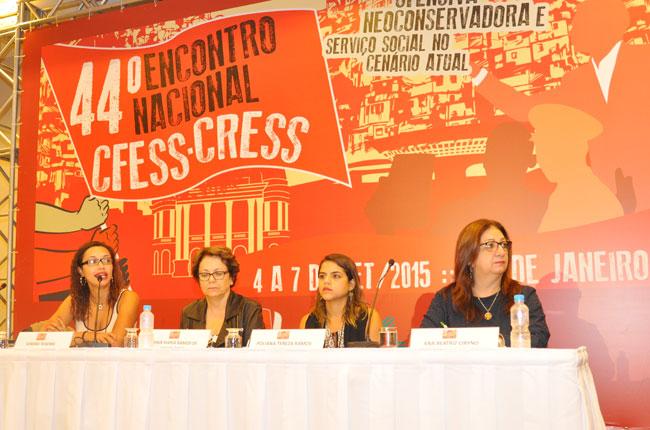 Mesa que apresentou a Agenda Permanente do Conjunto CFESS-CRESS