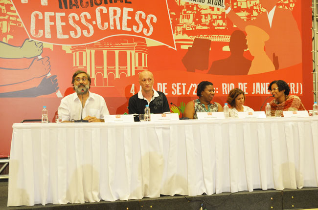 Imagem da Mesa que debateu a temática do evento
