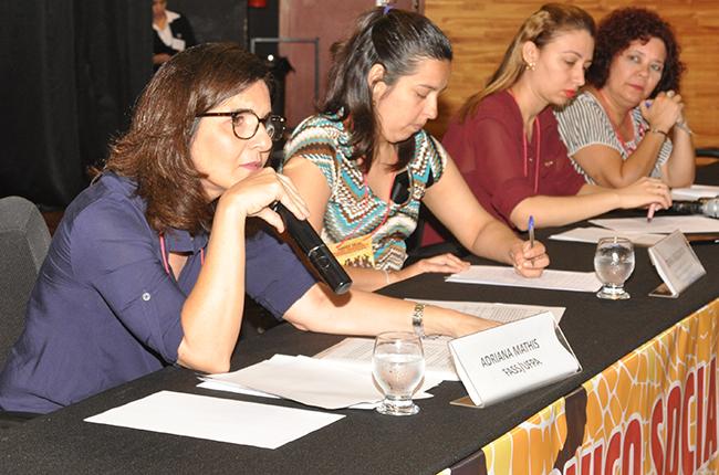 Foto das palestrantes Adriana Mathis e Corina Leguizamón, na mesa Direitos Humanos e o Direito Internacional: conquistas históricas e desafios para o Serviço Social