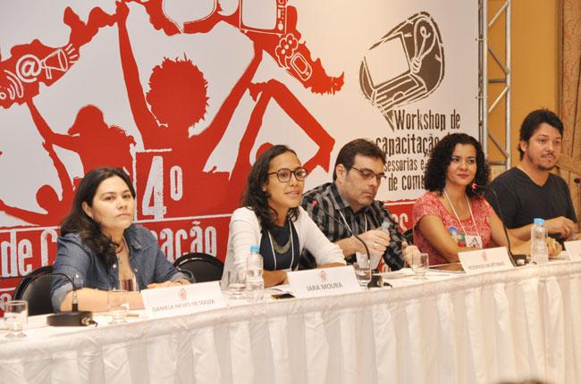 Imagem mostra palestrantes do Seminário de Comunicação durante debate