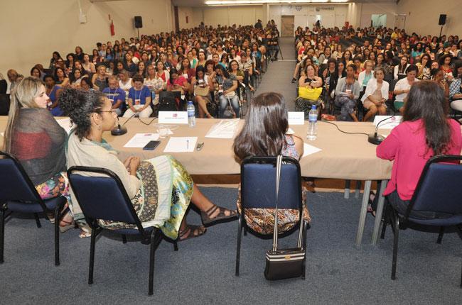 Imagem do público do Seminário, com auditório lotado