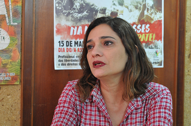 Imagem da conselheira do CFESS Régia Prado