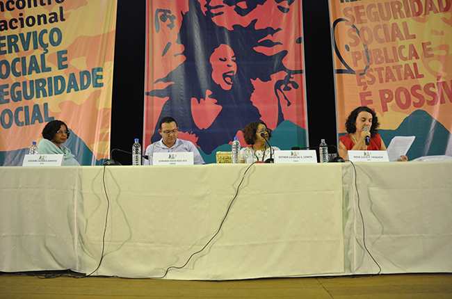 Imagem da mesa que trouxe as contribuições das professoras Josiane Soares e Rosa Prédes
