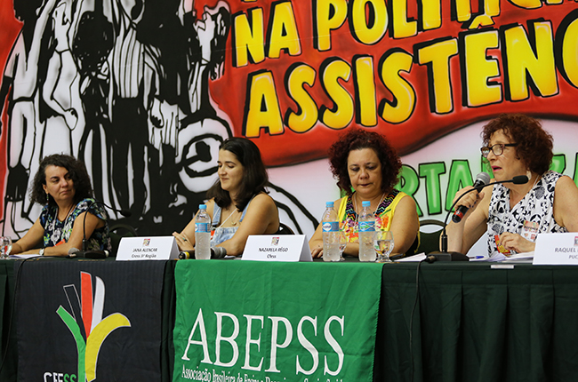 Imagem da mesa com as professoras Rosa Predes e Rachel Raichelis.