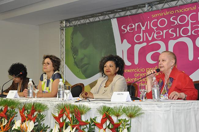 Imagem da mesa de abertura do seminario
