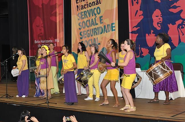 Imagem do grupo Baque de Mina, que se apresentou na manhã do último dia do evento