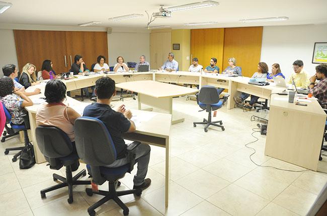 Imagem da reunião com os funcionários do CFESS, que foi um dos assuntos do Pleno