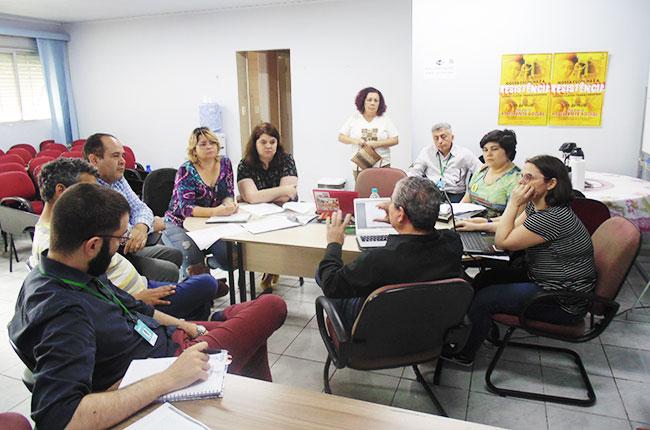 Imagem da reunião entre conselheiras do CFESS e do CRESS-SP, durante a visita do CFESS na Estrada.