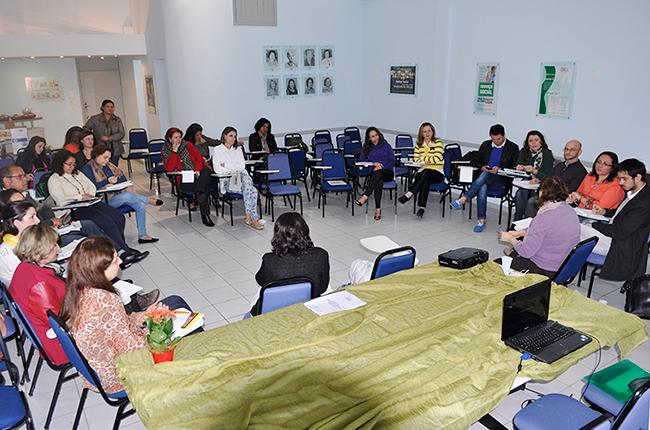 Imagem mostra participantes do Encontro das COFI