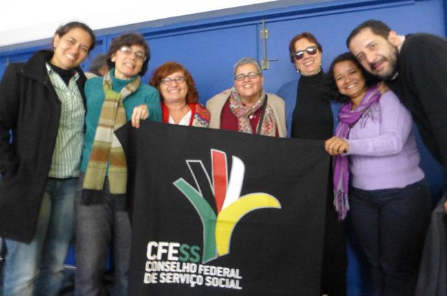 Representantes do Serviço Social brasileiro e o assistente social uruguaio Rodolfo Martínez