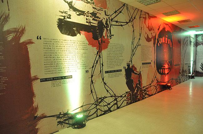 Imagem de um dos painéis da exposição sobre a ditadura