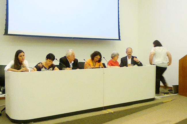 Imagem da mesa de trabalhos no CNAS