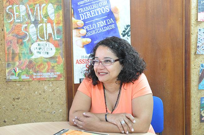 Imagem da nova presidente da Abepss, Esther Lemos.