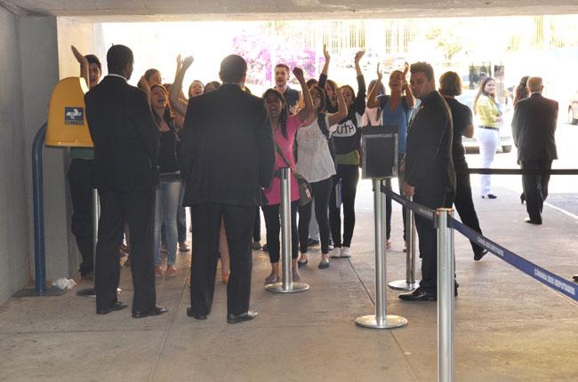 Estudantes foram barrados na entrada da Câmara