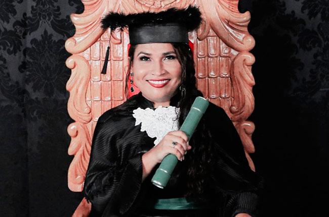 Imagem da assistente social Joseane Borges, em sua formatura.