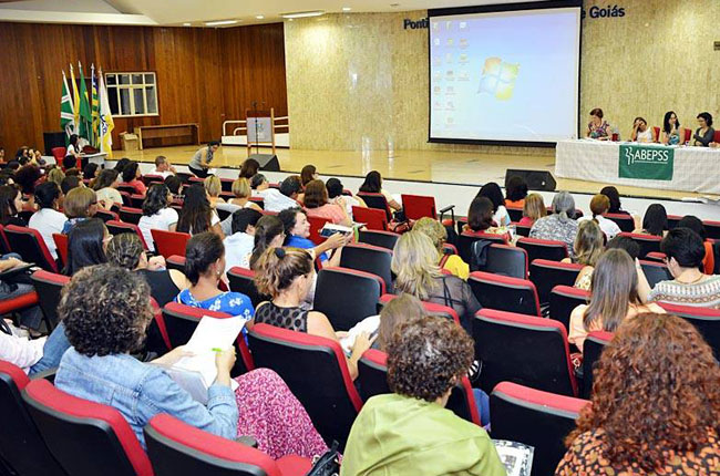 Auditório ficou lotado durante o evento (foto: PUC-GO)