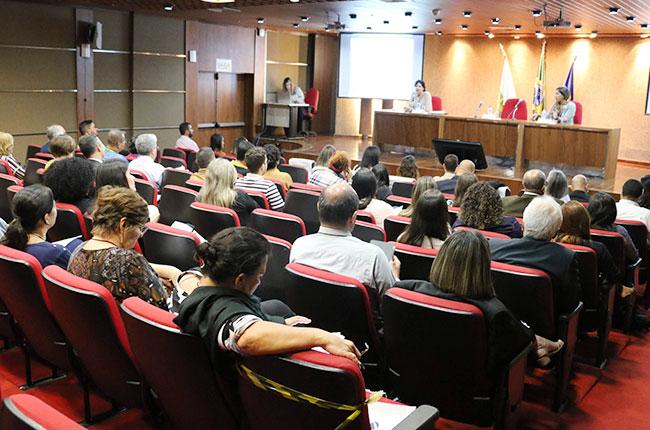 Imagem mostra o auditório do CFC, durante o lançamento do documento.