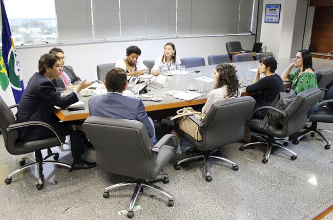 Imagem da reunião do CFESS e Fenasps com a presidência do INSS.