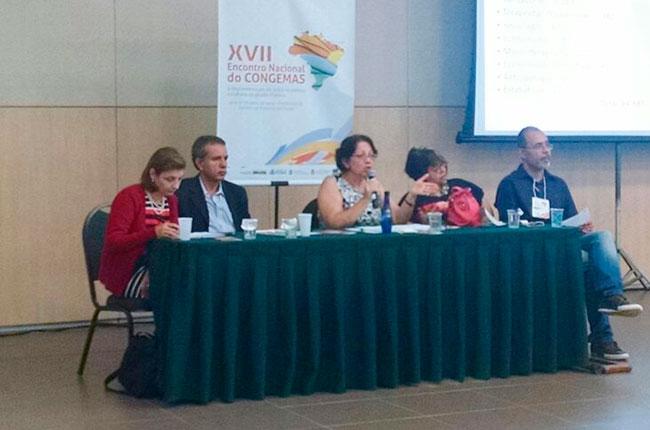 Conselheira do CFESS Marlene Merisse (centro) fala durante plenária no 17º Congemas (foto: arquivo/CFESS)
