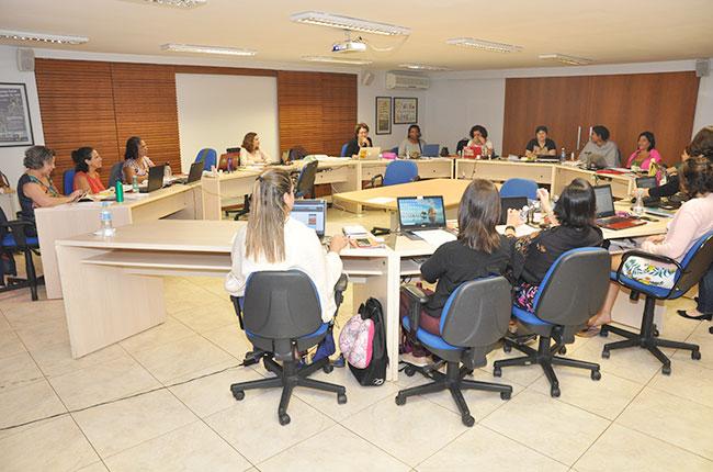 Imagem das conselheiras do CFESS reunidas para o Conselho Pleno de agosto